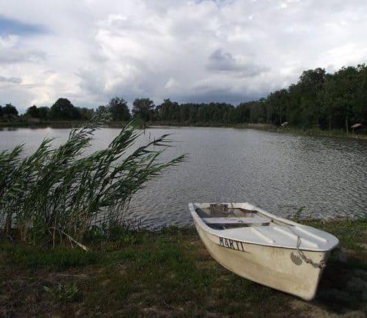 végegyházi horgásztó csónak